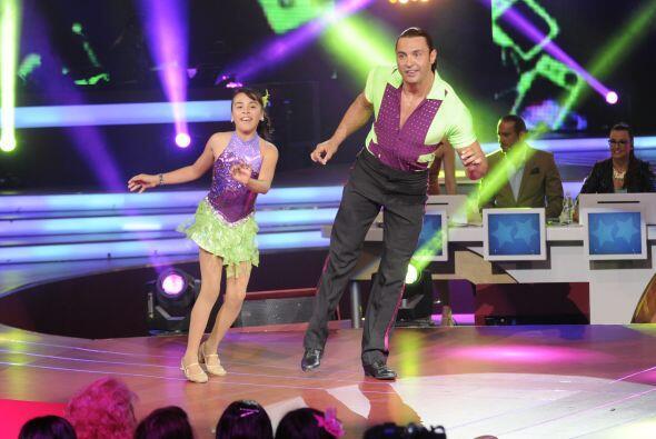 El profesionalismo de las pequeñas se demostró cuando bailaron con los a...