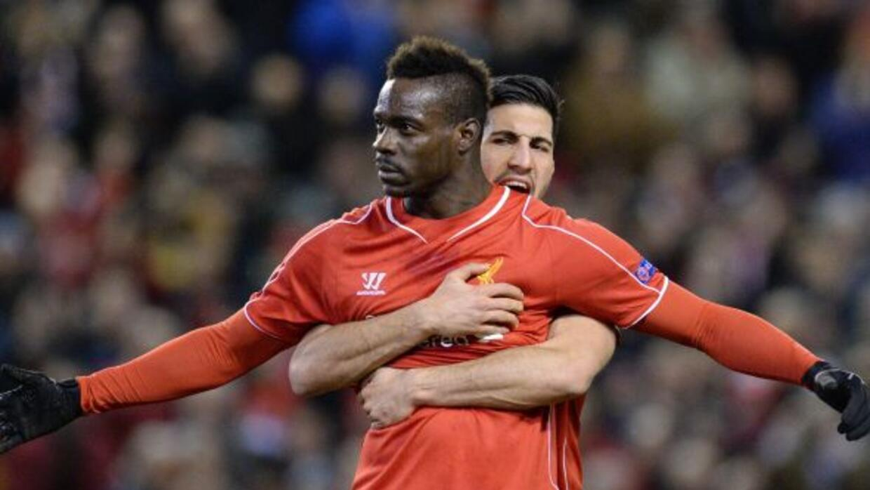'Super Mario' fue el héroe del Liverpool al marcar de penal al 85'.