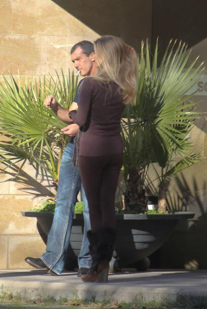 La rubia le robó el corazón a Banderas después de su divorcio con Melani...