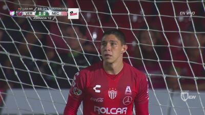 González ya es factor, manoteó un balón que llevaba veneno