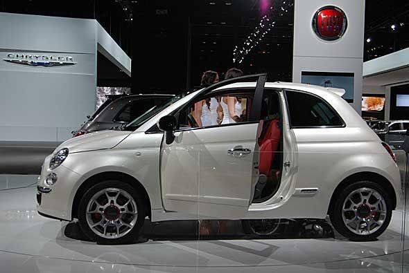 Chrysler y Fiat trajeron a Chicago el Fiat 500 que se fabricará en Méxic...