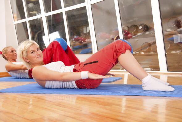 Existe un ejercicio llamado 'roll down', el cual consiste en colocarte d...