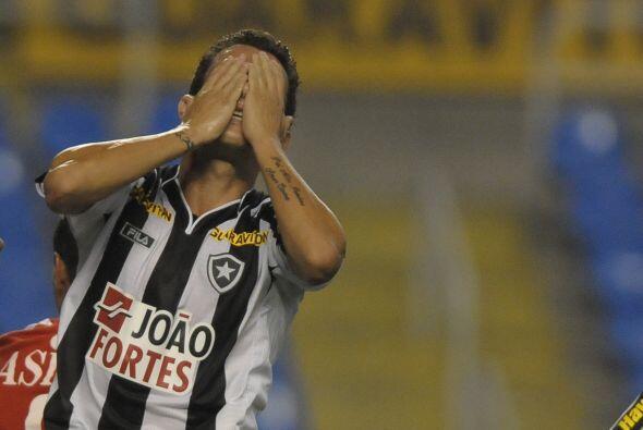 Ese es Gustavo del Botafogo y no, no se tapó el rostro por ver una nueva...