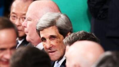 John Kerry llegó a la Casa Blanca con los ojos morados y la nariz rota t...