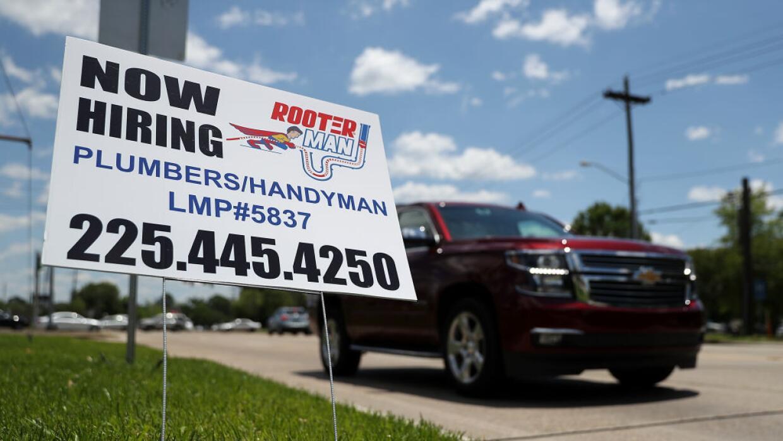 El desempleo en mayo cayó a 4.4%, la tasa más baja de la última década.