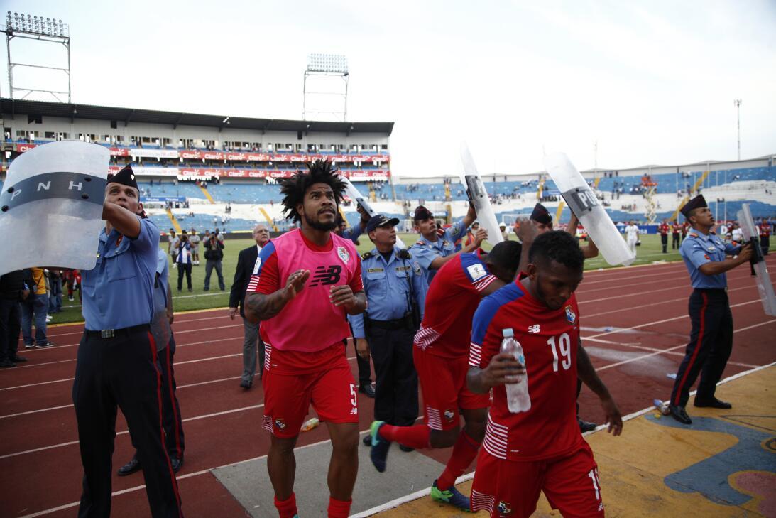 Panamá venció a Honduras en el duelo de técnicos colombianos AP_61726314...