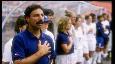 Muere Tony DiCicco, único entrenador de CONCACAF en ganar Copa Mundial y Juegos Olímpicos