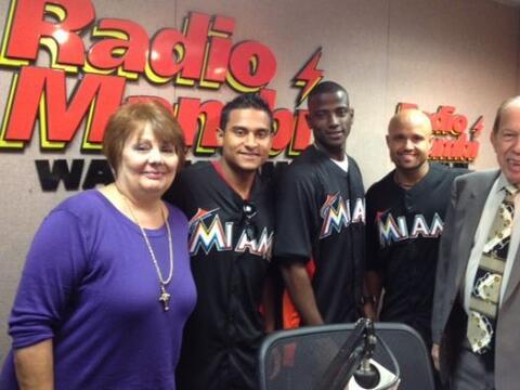 """Los peloteros de los Miami Marlins visitaron """"En Caliente"""", el..."""