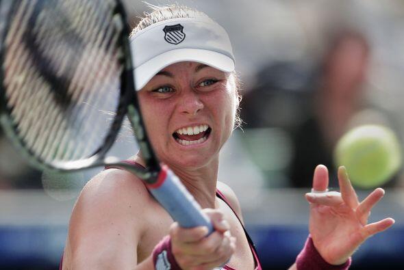 La rusa Vera Zvonareva se enfrentó en la final del torneo de Tokyo a la...