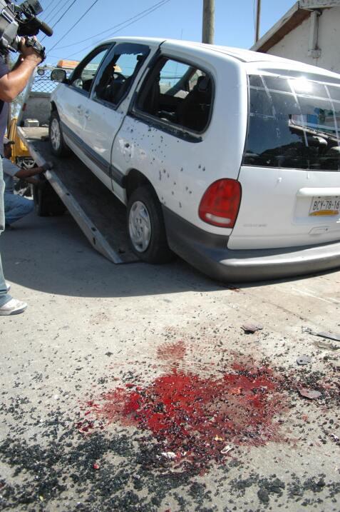 Cuatro personas murieron en el ataque con AK-47 a este vehículo.