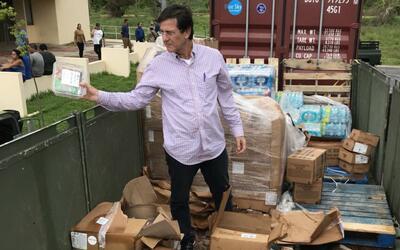 El secretario de Estado, Luis Rivera Marín, en el contenedor de b...