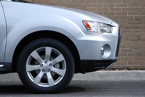 Se usó una suspensión más corta y rígida, con lo que la SUV ofrece una a...