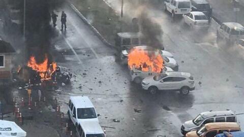 Una explosión en la ciudad turca de Izmir deja al menos una decena de he...