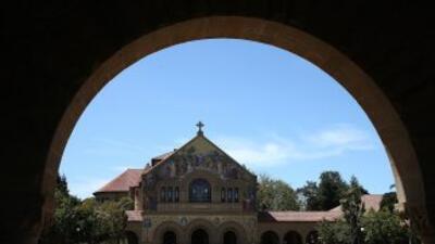 Vista de la Memorial Church en el campus de la Universidad de Stanford e...