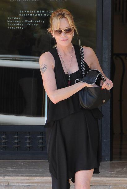 "Melanie presume aún su tatuaje de ""Antonio"" en el brazo..."