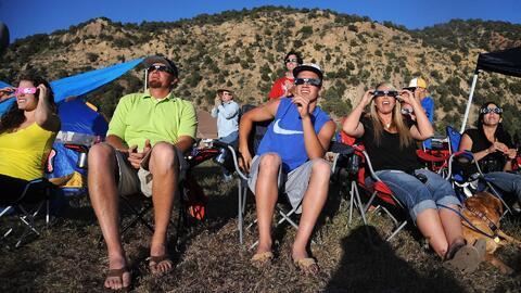 El eclipse solar acapara la atención de millones de personas en Estados...