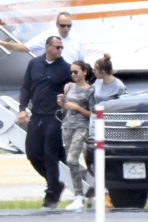 A su llegada a Miami, Jennifer López fue vista apoyando a Natasha, la hi...
