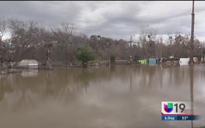 Evacuan a familias por altos niveles del río Tuolumne