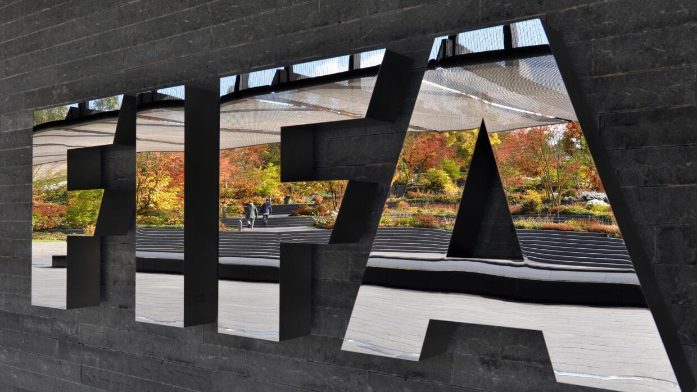 FIFA prohíbe a imputados cualquier actividad