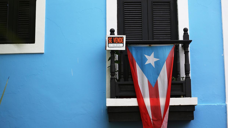 La isla atraviesa una crisis económica con una deuda de $73 mil m...