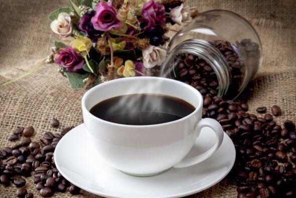 Pero lo malo es que el exceso de cafeína crea dependencia, también tiene...