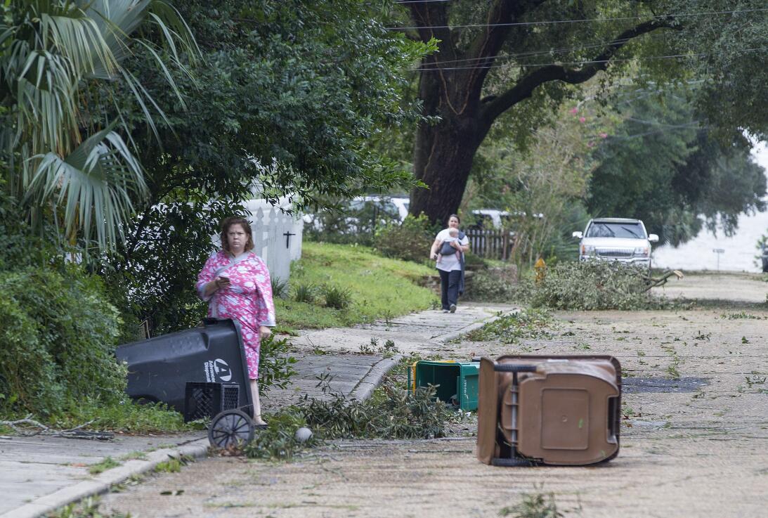 Residentes de Biloxi amanecieron con algunos destrozos e inundaciones lu...