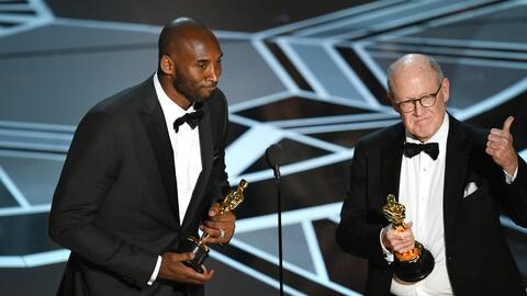Kobe Bryant y Glen Keane aceptan el Oscar al Mejor cortometraje animado...