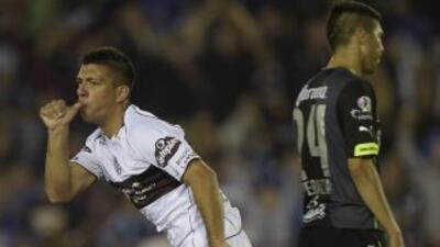Lanús anotó en el minuto 95 y le sacó el triunfo a Santos en la ida de l...