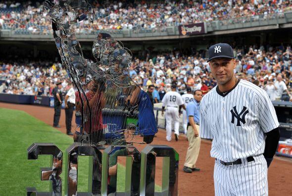 Derek Jeter recibió un reconocimiento por llegar a los 3,000 hits en una...