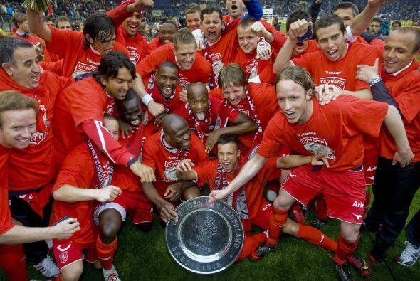 En Holanda, el Twente del tico Bryan Ruíz acabó con la hegemonía de club...