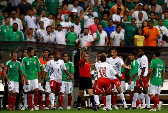 Blas Pérez venció a Memo Ochoa al 29' para decretar el empate 1-1 defini...