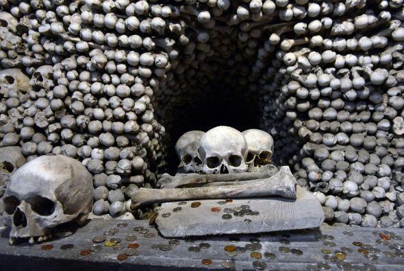 Otros expertos, dicen que la cifra podría ser de 70 mil esqueletos.