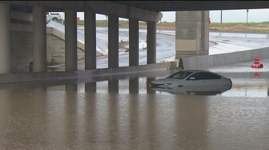 Residentes en el centro de Texas fueron evacuados debido a las lluvias 7...