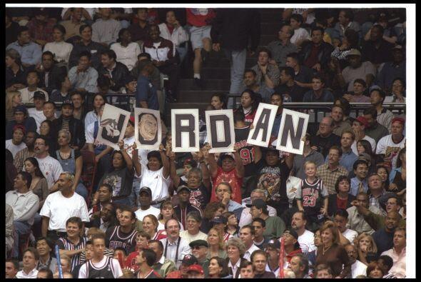 Fue gracias a lo que hizo Jordan dentro y fuera del terreno que los juga...