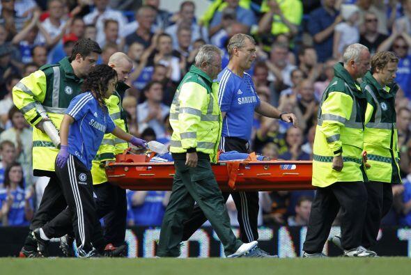El delantero marfileño se retiró en camilla, con oxígeno y sin movimient...