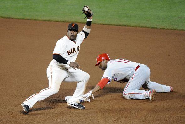 Jimmy Rollins se robó dos bases por los Phillies en la séptima, pero sin...