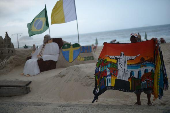 A poco de la llegada del papa Francisco, que arribará a Río de Janeiro e...