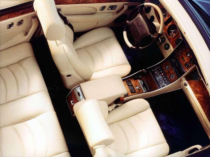 Lupillo Rivera regala un vehículo todoterreno a su hijo Bentley-Azure-20...