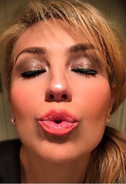 Thalía es tan cariñosa que dar besos es una de las cosas que más disfrut...