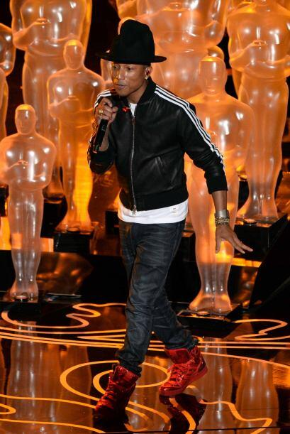 1.- Pharrell Williams ha producido para cantantes latinos como Shakira,...