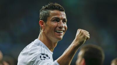 Cristiano Ronaldo festeja uno de sus tres goles en la Champions.