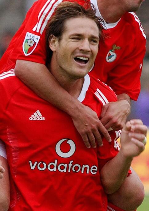 Miklós Fehér, en un partido entre Benfica y Vitoria Guimaraes, se desplo...