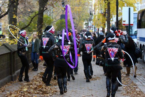 Barney's Nueva York y la extravagante Lady Gaga unen esfuerzos para la c...