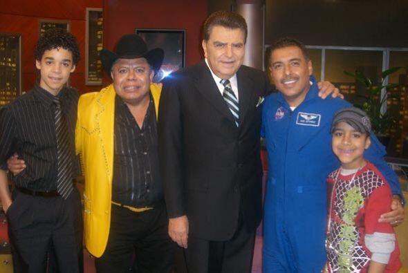 Don Francisco recibe a José Hernández, David Álvarez, Miguelito y Sacram...