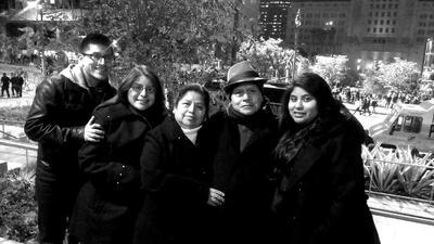 La dreamer Diana Ramos (segunda desde la izq.) junto a su familia.