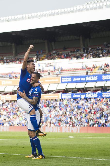 ¡Masacre en la Corregidora! Cruz Azul aplastó a Pumas gol-felipe-mora-3.jpg