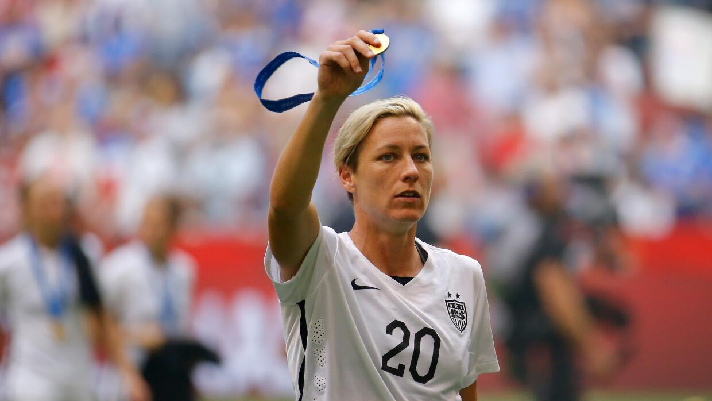 Abby Wambach se retira como campeona mundial.