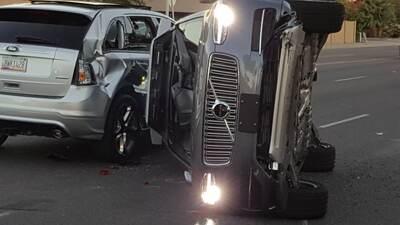 Camioneta Volvo XC90 equipada con el sistema de conducción autonoma de U...
