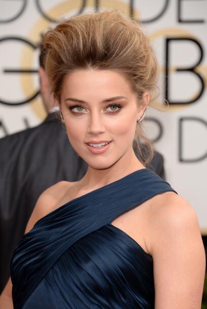 Amber Heard  lució un chongo muy tradicional, elegante y que dejó al des...