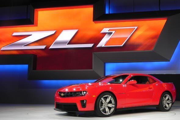 El Camaro ZL1 estará llegando a los concesionarios en el 2012 para su ve...